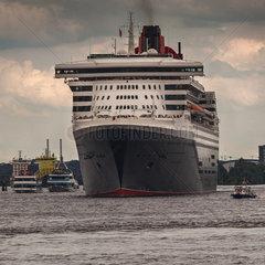 Queen Mary 2 - Hamburg Harbour