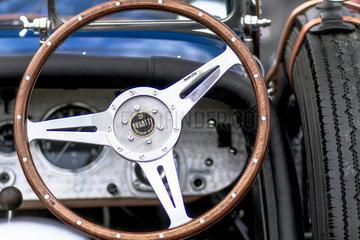 Oldtimer Bugatti 40 Cafe Racer Bj.1926  1496 ccm  48 PS  120 Km/h  Nahaufnahme des Armaturenbretts mit Lenkrad