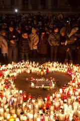 Polen  Poznan - Menschen versammeln sich im Gedenken an den ermordeten Buergermeister von Danzig