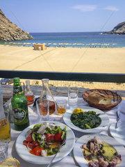 Taverne  Strand Ormos Zorkou  Insel Andros  Kykladen  Griechenland  Europa