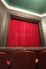 Flensburg  Deutschland  geschlossener roter Vorhang des Flensburger Stadttheaters