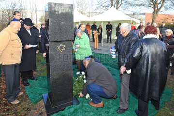 Flensburg  Deutschland  Einweihung eines Gedenksteins auf dem juedischen Friedhof