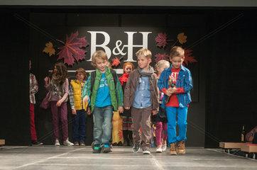 Modenschau des Modehauses Behrens und Haltermann im Theater Itzehoe