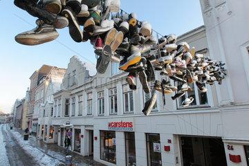 Flensburg  Deutschland  die haengenden Schuhe in der Norderstrasse