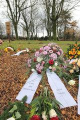 Flensburg  Deutschland  Kranz am Urnenfriedhof
