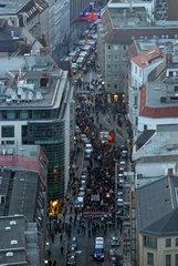 Berlin  Deutschland  Vogelperspektive  Nein zur Groko-Demonstrationszug in der Muenzstrasse