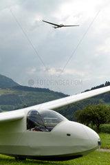 Oberried  Deutschland  Segelflugzeuge auf dem Segelflughafen in Oberried