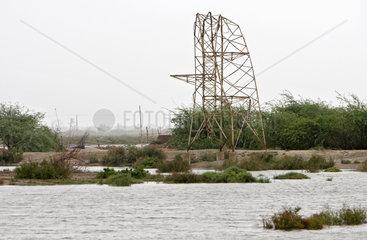 Ktebanda  Pakistan  Hochwasser-Katastrophe  umgeknickter Strommast