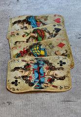 Vier alte Spielkarten
