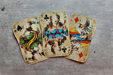 Drei alte Spielkarten