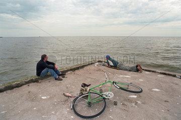 Angler am Kurischen Haff in Nidden (Nida)  Litauen
