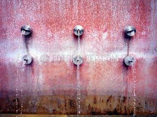 Muenchen Brunnen Petuelpark Wasserspeier Deutschland