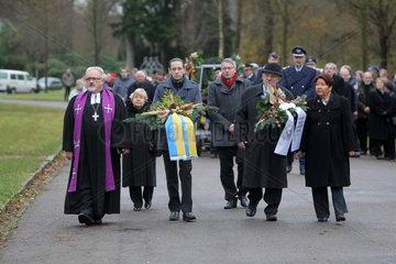 Flensburg  Deutschland  Prozession zur Gedenkfeier am Volkstrauertag