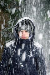 Teenager im Schnee
