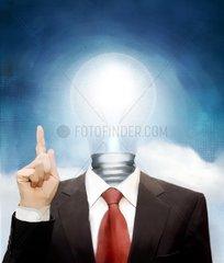 Kopf als Gluehbirne die zuendende Idee