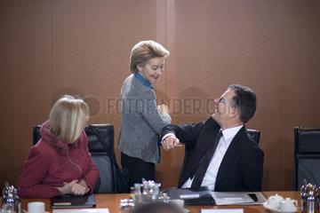 Wanka  Leyen  Mueller  Kabinett