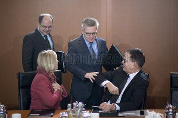 Wanka  Maiziere  Mueller  Kabinett