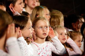 Bochum  Deutschland  SING DAY OF SONG  Schulkinder der Weilenbrink-Schule singen in der Christuskirche