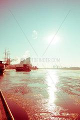 Stimmungsvolle Hafenstimmung in Hamburg