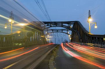 Berlin  Deutschland  Bornholmer Strasse mit Boesebruecke am Abend