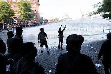 Demonstranten waehrend des G20 Gipfels am Fischmarkt