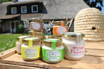Waabs  Deutschland  Honig Fluegelchen in verschiedenen Geschmacksrichtungen