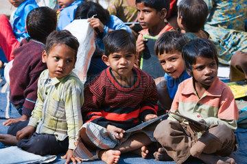 Kinder in einer Dorfschule  Nordindien  Indien  Asien - children in a country school  North India  India  Asia