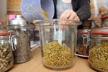 Langwedel  Deutschland  getrocknete Kamillenblueten