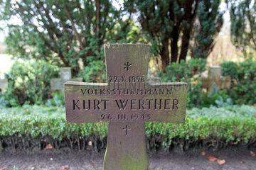 Flensburg  Deutschland  Grabkreuz fuer den Volkssturmmann Kurt Werther