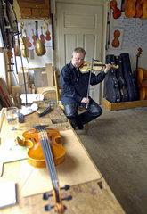 Erlbrunn  Deutschland  Geigenbau im Vogtland