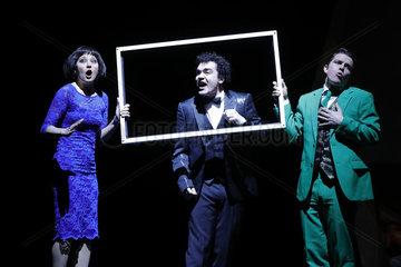 Theaterproduktion Hase Hase   Komoedie am Kurfuerstendamm im Schiller Theater