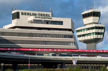Berlin  Deutschland  Flughafen Tegel mit Hauptgebaeude und Tower