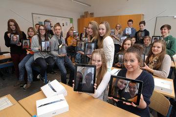 Flensburg  Deutschland  Schueler nehmen am Projekt -iPad.Klasse on Tour- teil