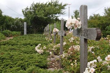 Nebel  Deutschland  Graeber auf dem Amrumer Heimatlosenfriedhof