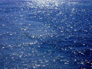 Lichtreflexe auf dem Meer