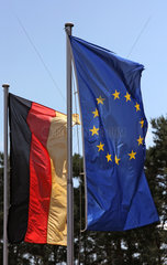 Brueck  Deutschland  Deutschlandfahne und Europafahne