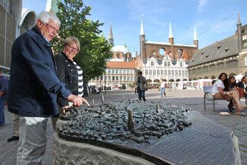 Luebeck  Deutschland  Blinden-Stadtmodell des Bildhauers Egbert Broerken