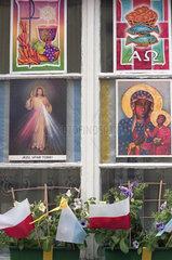 Geschmuecktes Fenster am Fronleichnamstag in Polen