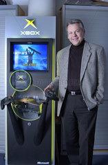 Microsoft praesentiert die erste Xbox Spielkonsole  2002