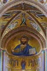 Christus Pantokrator in der Apsis der Kathedrale von Cefalu  Sizilien  Italy