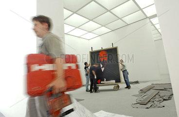 Pinakothek der Moderne  Muenchen  kurz vor der Eroeffnung 2002