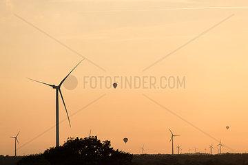 Heissluftballone im Windpark Hollich-Sellen