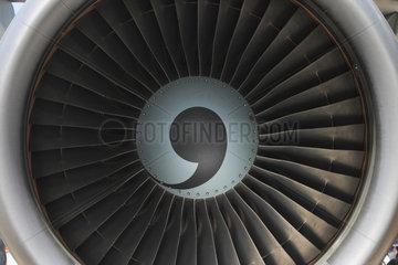Berlin  Deutschland  Turbine einer Passagiermaschine