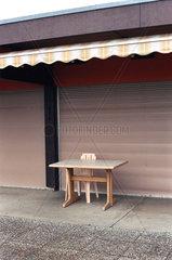 Schweiz  Neuchatel  Tisch und Stuhl