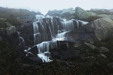 Wasserfall am Sankt Gotthard  Tessin  Schweiz