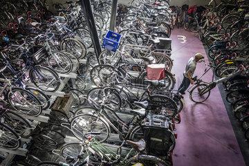 Fahrradstadt Utrecht  Fahrrad-Parkhaus am Hauptbahnhof