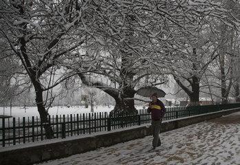 KASHMIR-SRINAGAR-SNOWFALL