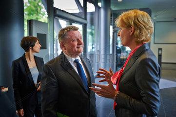 Berlin  Deutschland  Hermann Groehe  CDU  Bundesgesundheitsminister  und Christiane Woopen  Vorsitzende des Deutschen Ethikrates