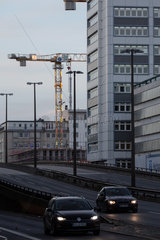 Deutschland  Bremen - schaebige Gegend mit Hochhaeusern und Schnellstrasse im Stadtzentrum  Am Breiten Weg  Naehe Hauptbahnhof