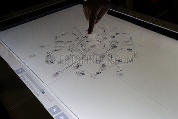Siemens Arbeitstisch mit Multitouch-Oberflaeche